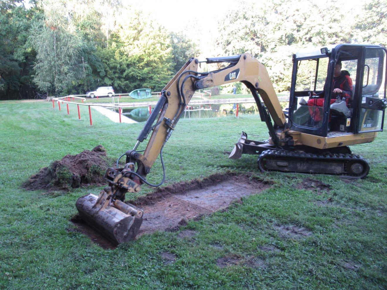 Aus- und Durchführung von Baggerschürfen Klärung der Baugrundverhältnisse im Bereich des Natur- und Waldbades in Nünchritz/Landkreis Meißen
