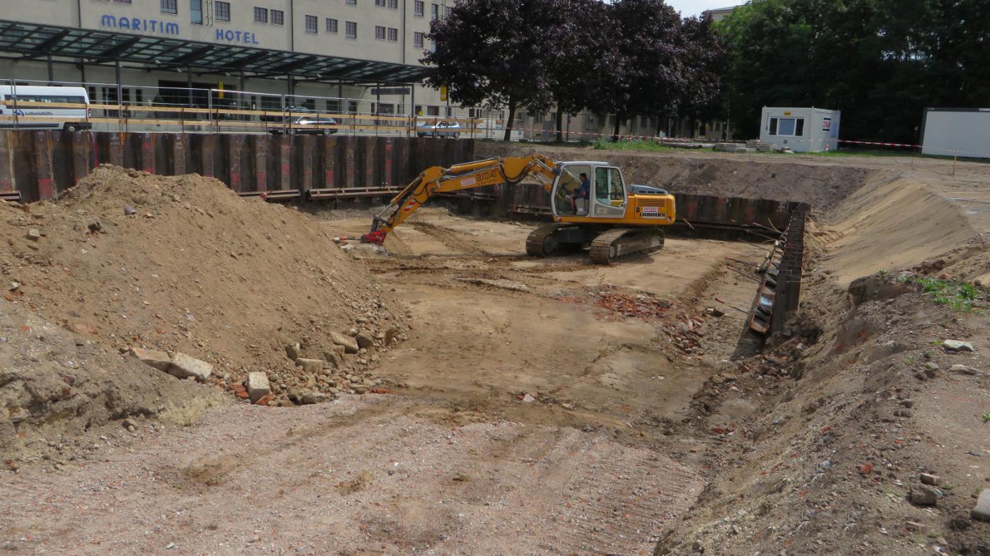 """Neubau eines Büro- und Wohngebäudes """"Herbert-Wehner-Haus"""" in Dresden, Devrientstraße/Kleine Packhofstraße - Herstellung Baugrube"""