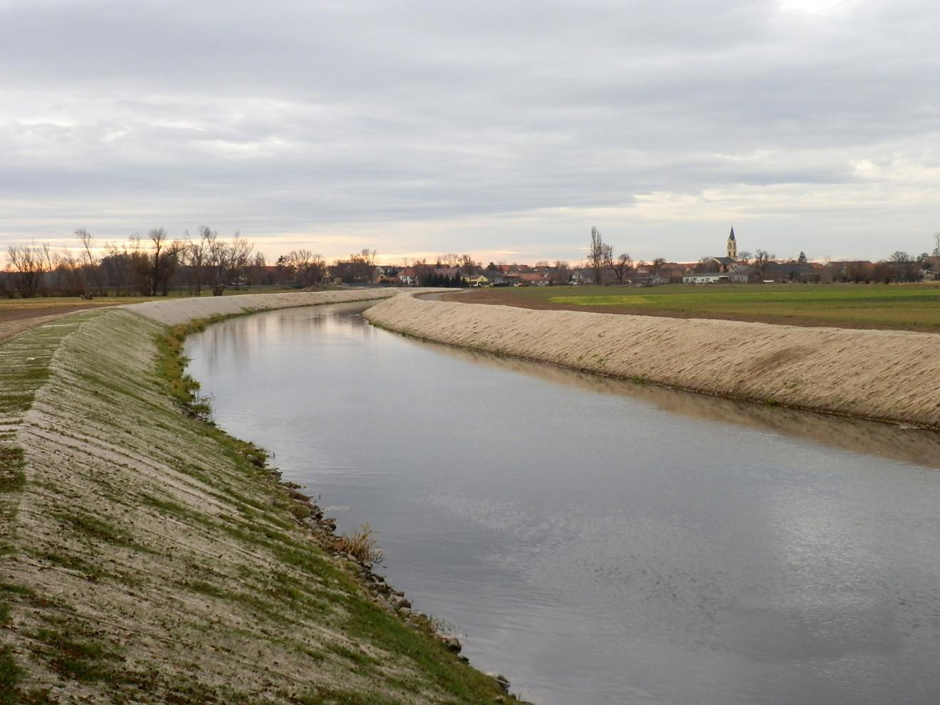 Deichsanierungsmaßnahmen nach Hochwasser 09/2010 im Rödergebiet aufgrund Gefahr in Verzug bei neuerlichem Hochwasser Große Röder - Abschnitt GRL 3