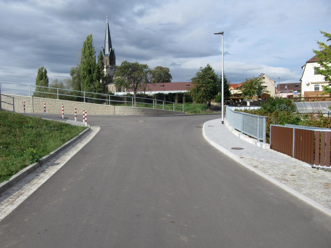Beweissicherung - vor Baubeginn und nach Bauende - Hochwasserschutzlinie in Radebeul Fürstenhain - Maßnahme M68 - Objekt 10 - Deich und Überlaufstrecke