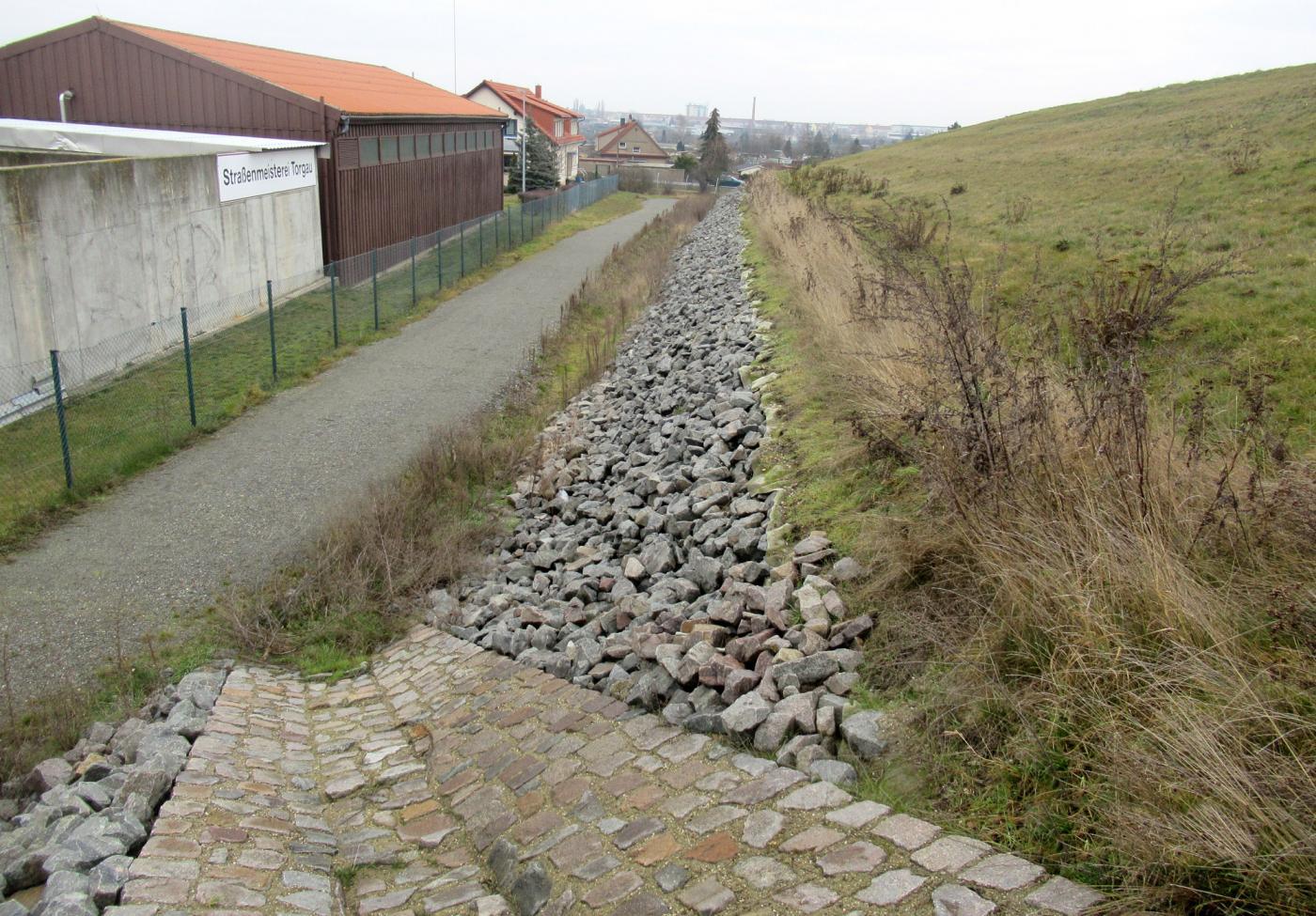 Deponie Torgau, Süptitzer Weg - Wiederherstellung umlaufender Graben Deponiebereich 4