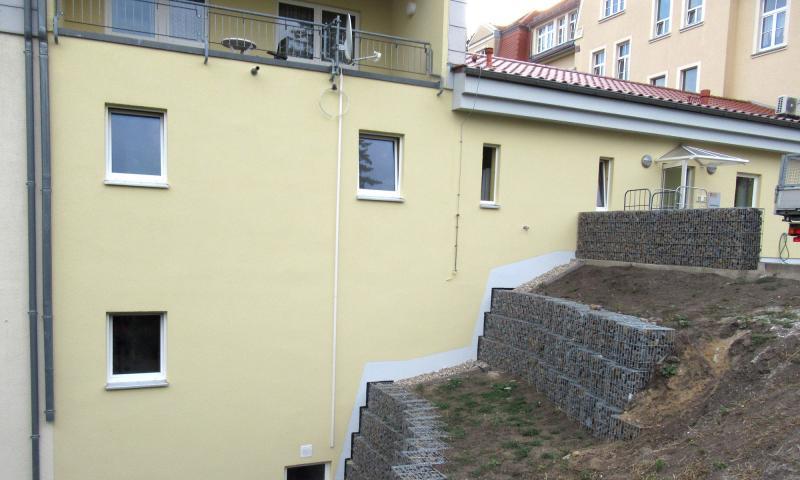 Sanierung Schäden im Böschungsbereich (Hangrutschung) der westlichen Hangseite des Altenpflegeheims in Nossen / Landkreis Meißen