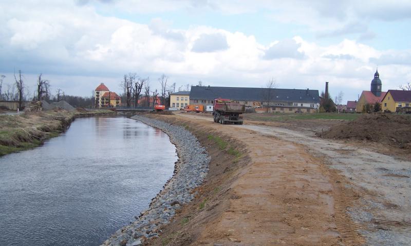 Deichsanierungsmaßnahmen nach Hochwasser 09/2010 im Rödergebiet aufgrund Gefahr in Verzug bei neuerlichem Hochwasser Große Röder - Abschnitt GRR 5